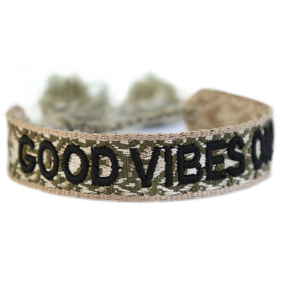 Gewebtes armband good vibes only army green